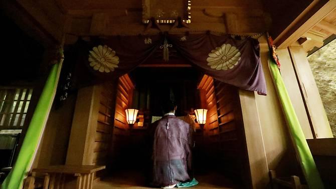 A Shinto priest holding a ritural ceremony at Okitsugu shrine of the Munakata Taisha in Okinoshima island, some 60 kilometres from Munakata city, Fukuoka prefecture. (Photo: AFP)